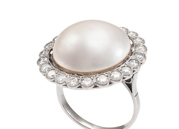 Pierścionek z perłą MABE i brylantami