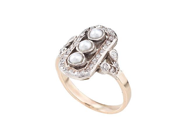 Pierścionek z diamentami i perłami