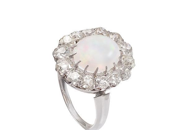 Pierścionek z opalem i diamentami