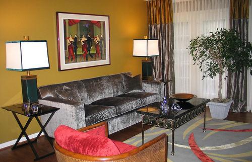 livingroomhor2.jpg