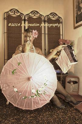 corsett, boudoir, girl, woman, ragazza, donna, umbrella, parasol, ooops, heels, flower,