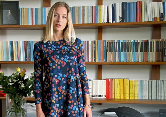 8-Monika-Varga-Jersey-Dress-Printed-Blue