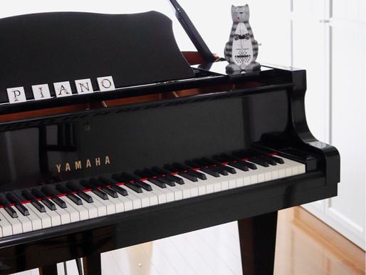 レッスン室のピアノ