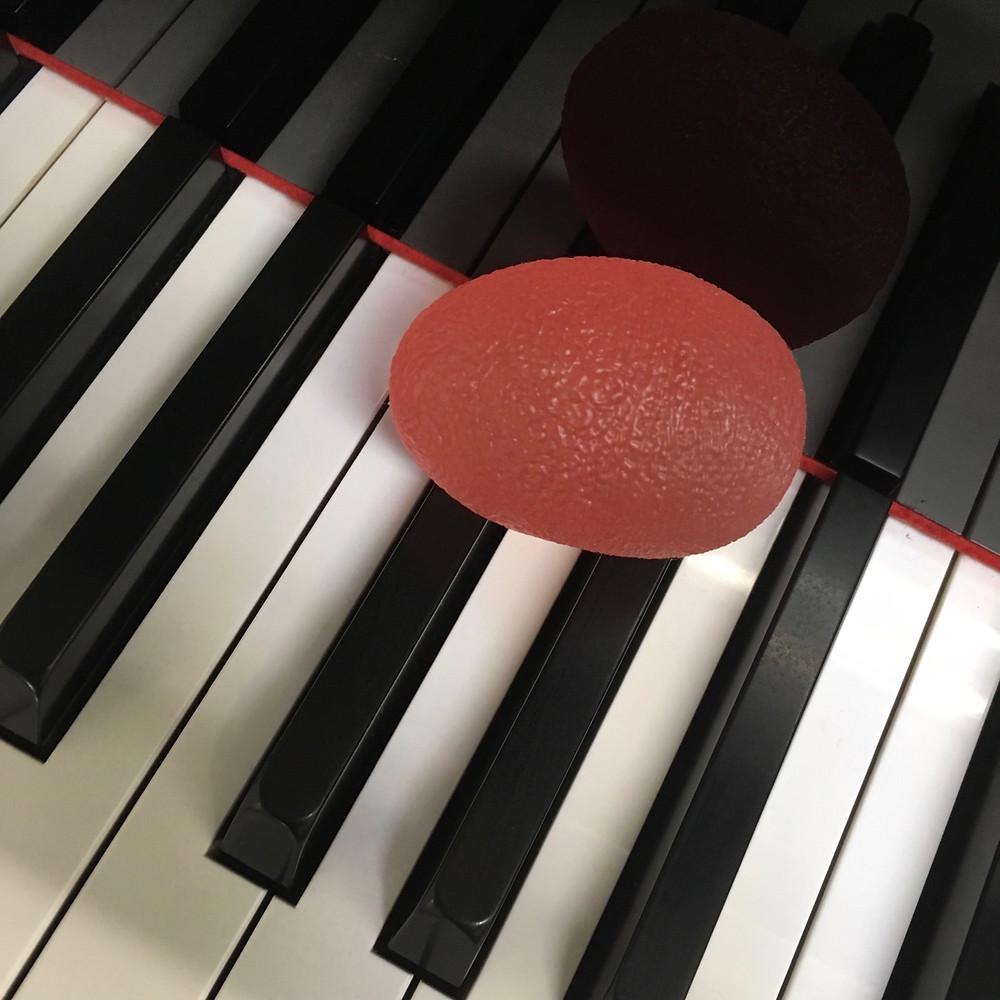 ピアノを弾く手の形