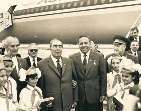 aliyev-brejnev.jpg
