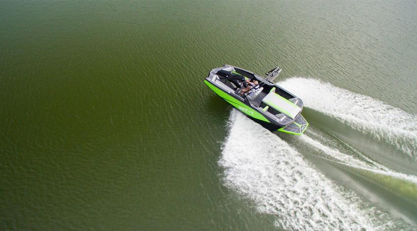 Hayday cruising Gephardt Boat Rentals Salt Lake.jpg