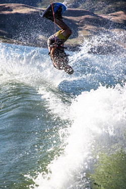 Wakeboards, wakesurfboards, kneeboards and skis included with every motor boat rental
