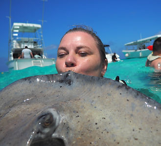 kissingstingray.jpg