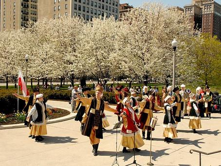 """""""Polonia"""" Dance & Song Ensemble performs at the Chopin Garden"""