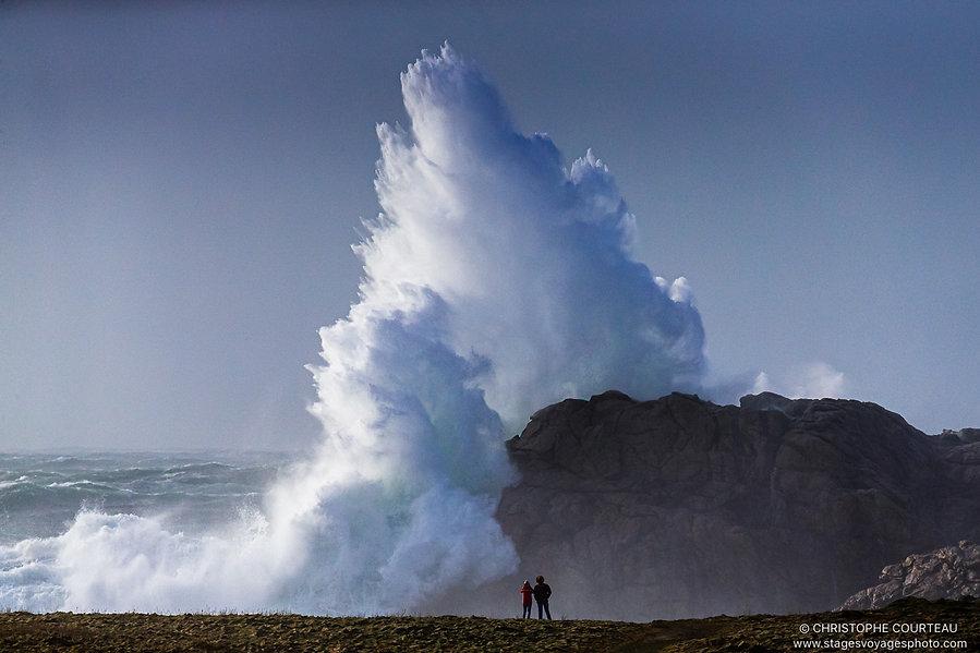 Vague de tempête dans le Finistère en Bretagne