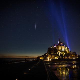 Comète Néowise et Mont-Saint-Michel