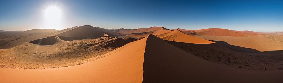 Image panoramique des dunes de sable rouge du désert du Namib, Sossusvleil, Namibie