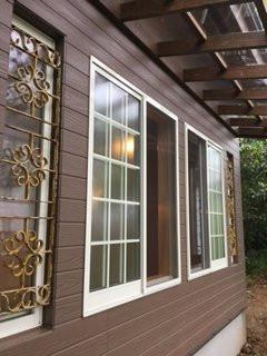 テラス屋根は透明で明かりも遮ることなく作業ができます。
