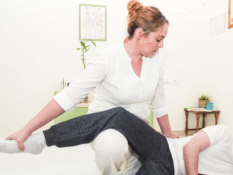 טיפול לכאב גב בשכיבה על הצד .jpg