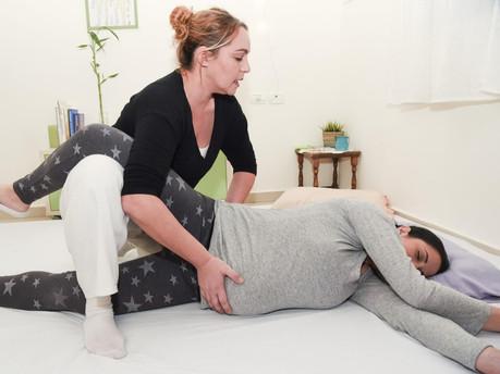 שיאצו בהריון טיפול בכאב עם הקרנה לרגל.jp