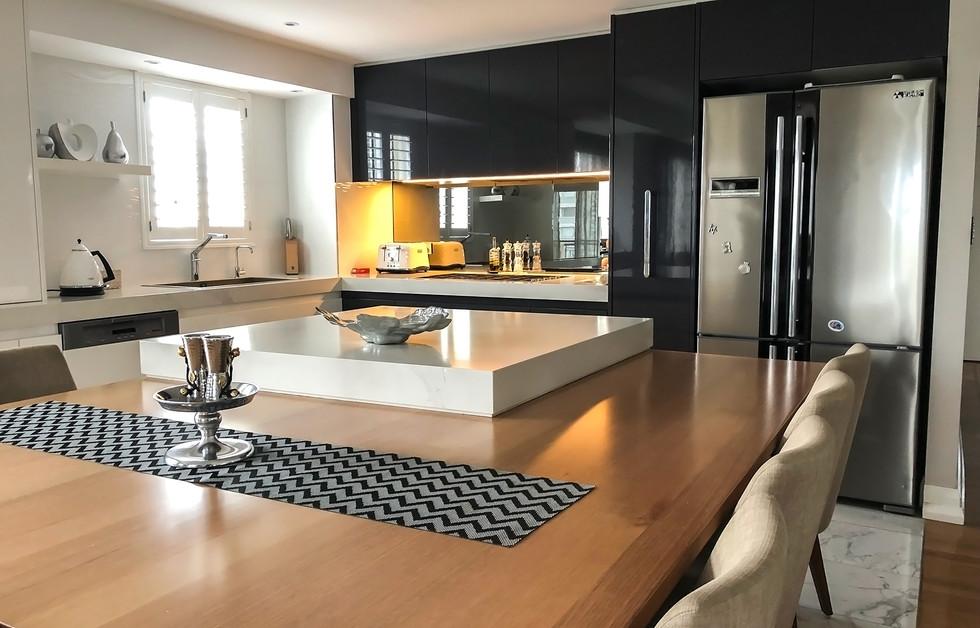 Modern contemprary kitchen with huge island