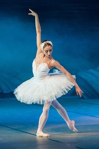 ballerina-2122473.jpg