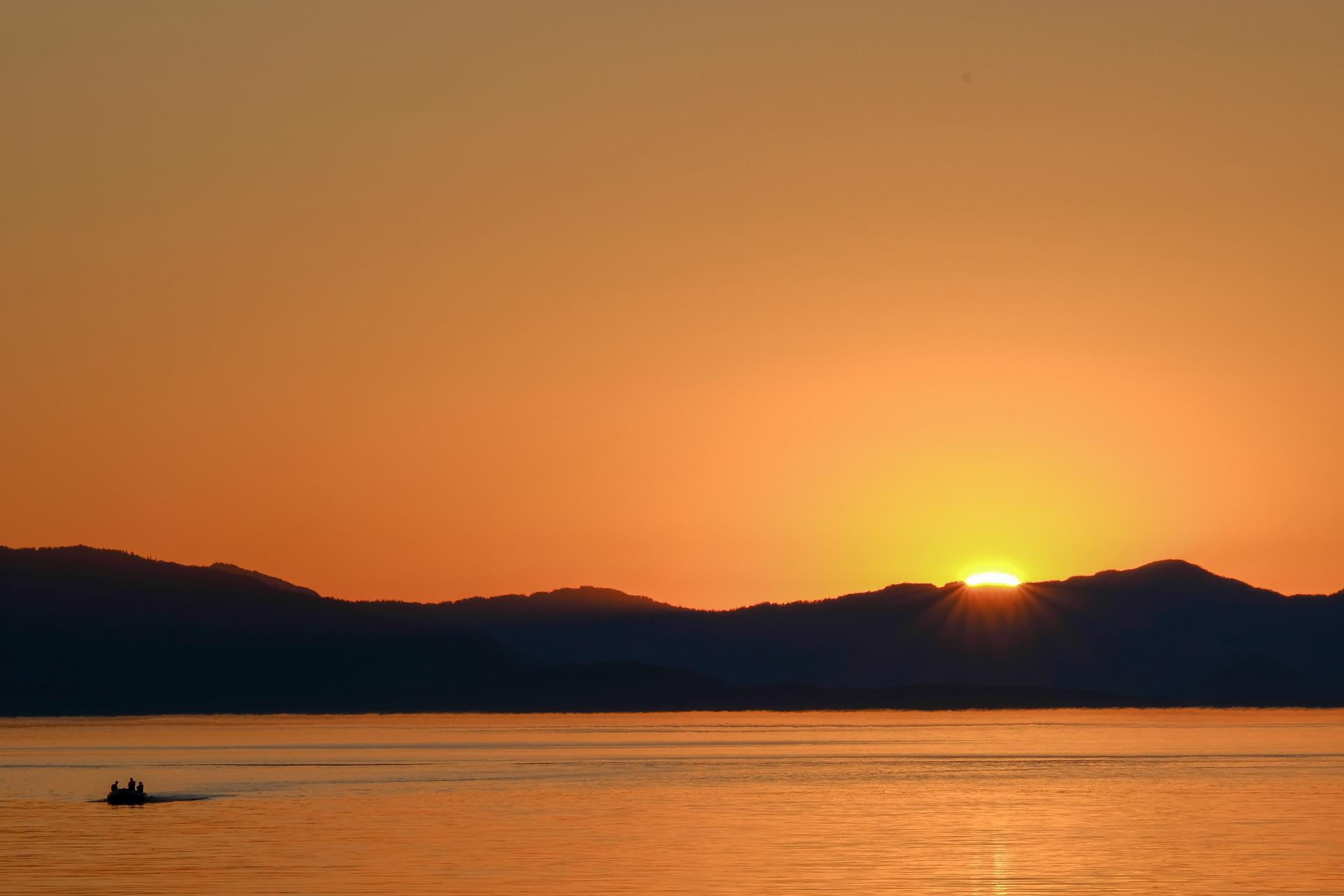 Sunset // skiff.