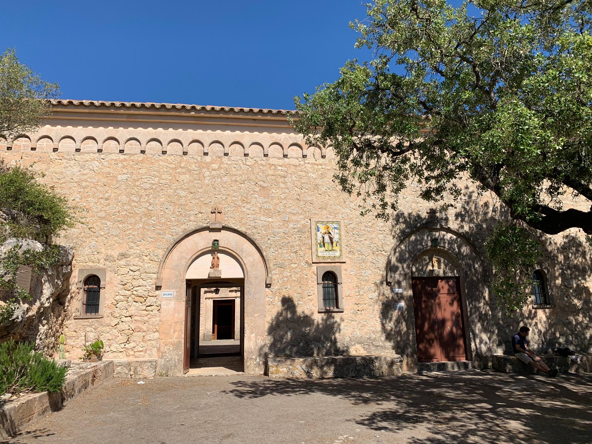 Eingang zum 2. Kloster