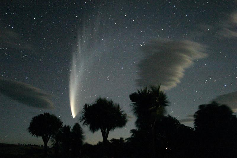 """COMET McNAUGHT – 24th JAN, 2007 SEEN AT STONEHENGE-AOTEAROA,  NORTH ISLAND, NEW ZEALAND"""