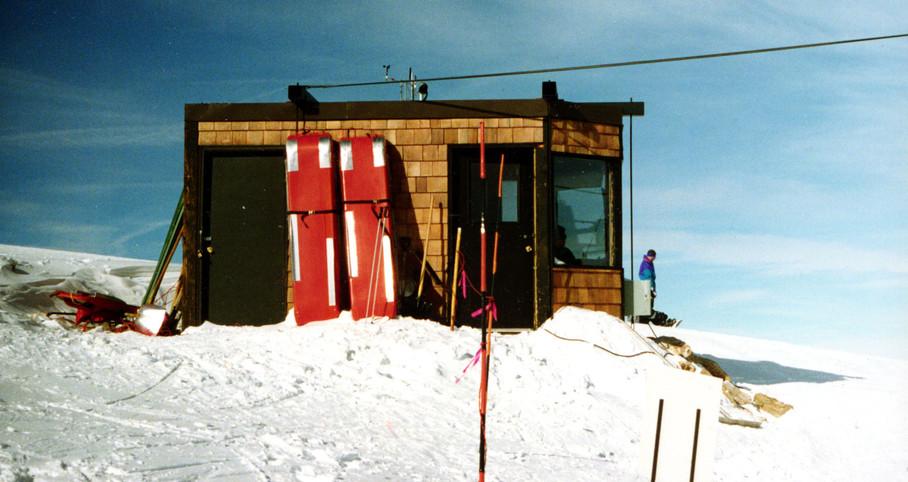 sign_ski_patrol_shack.jpg