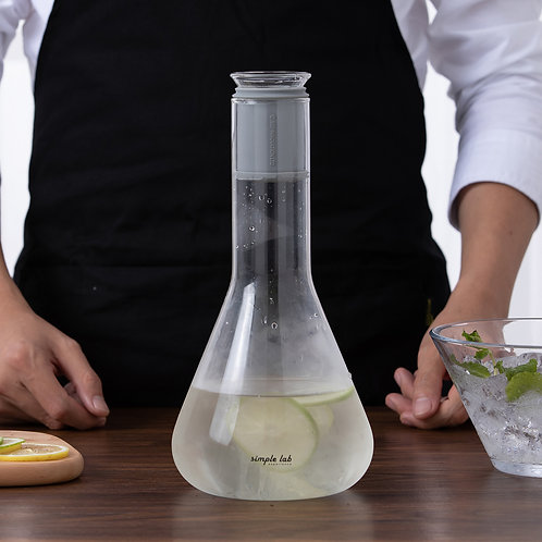 FLASSO. carafe | constant-flow design