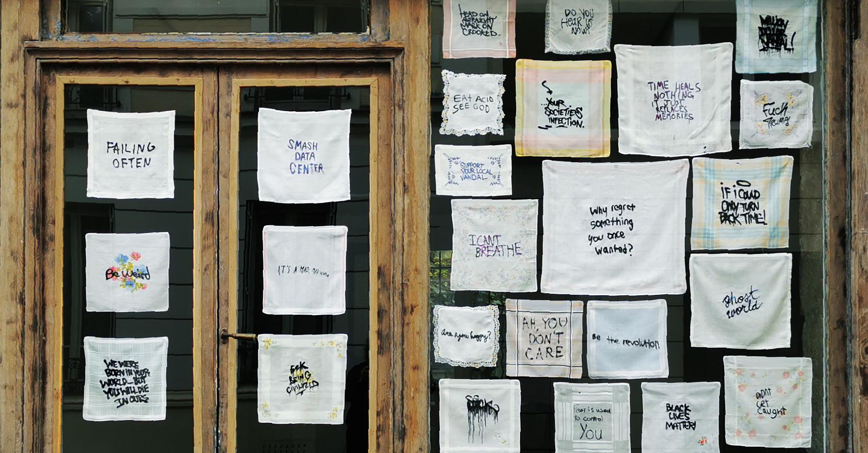 Les pleurs de l'aube, 2015-2020, Broderies sur mouchoirs en tissu, Céline Tuloup.
