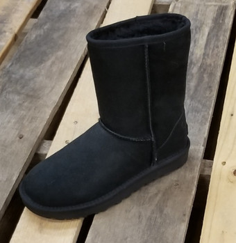 UGG® Women's Classic Short II Boot Black
