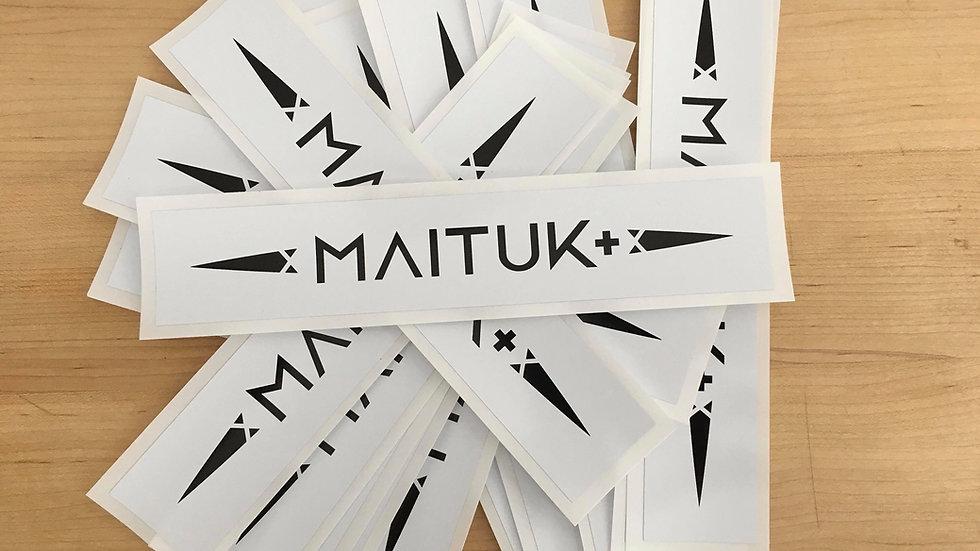 Autocollant Maituk noir sur blanc