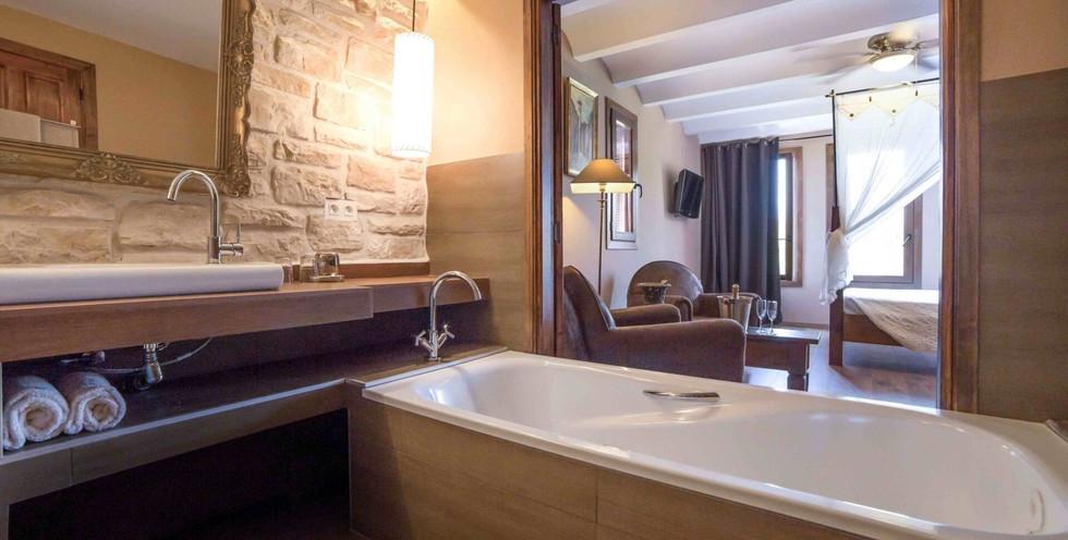 luxurious-junior-suites-scaled-1920x1080