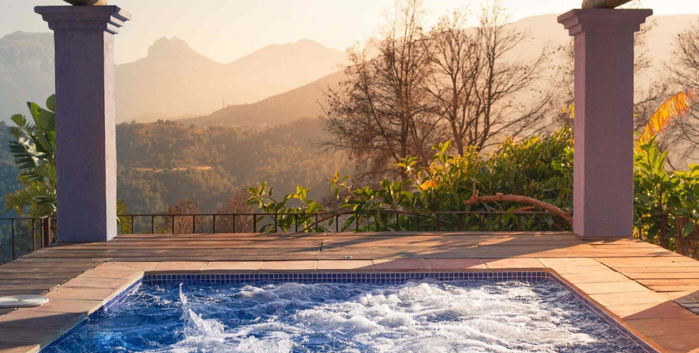 outdoor-jacuzzi-scaled-1920x1080_edited.