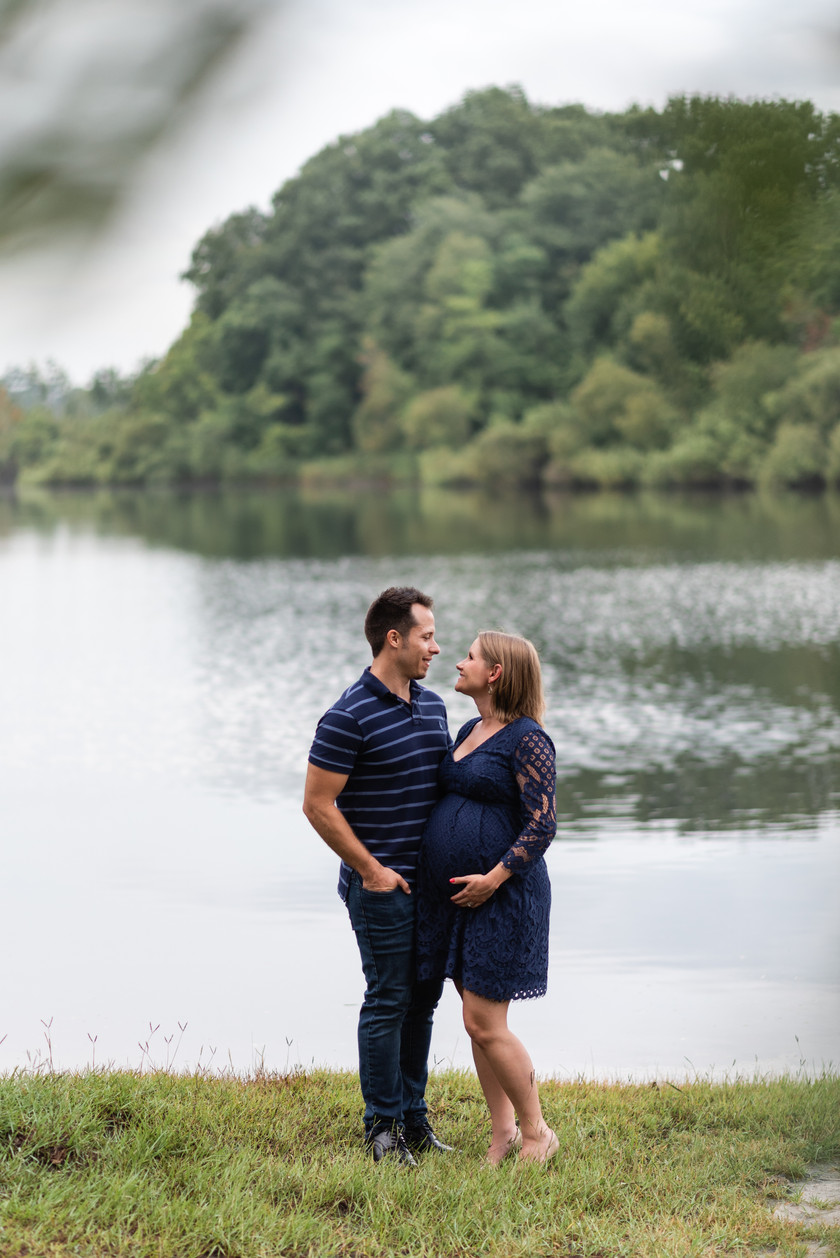 Session at Lake Alice   Gainesville Maternity Photographer   CWP Photography