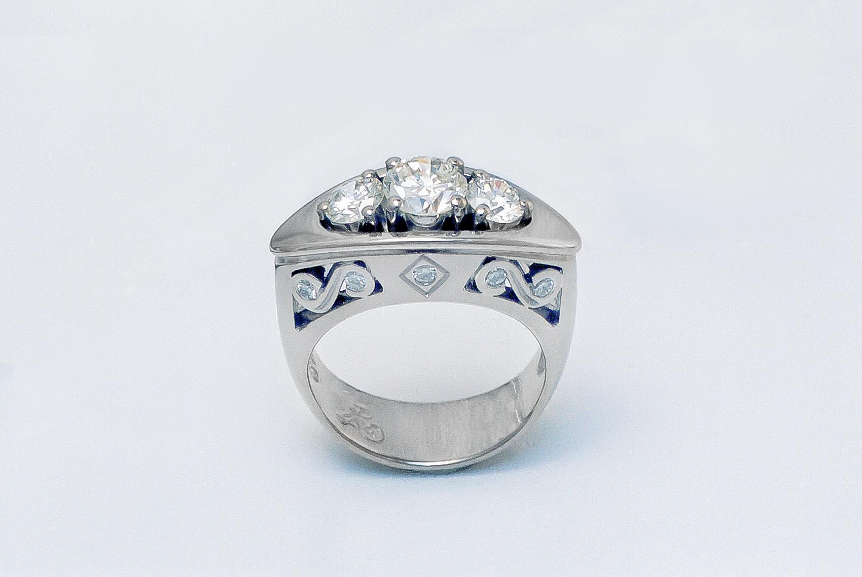Decorative 3 Stone Diamond Ring
