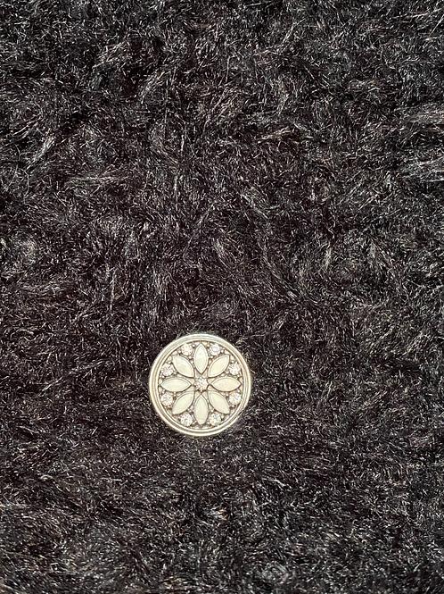 Snap button avec fleur blanche