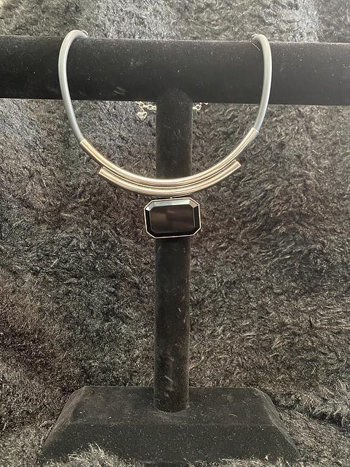 Collier avec pierre noir et chaine en cuir