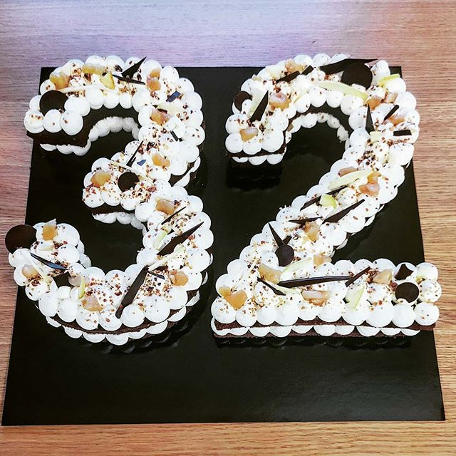 Number Cake 32 Paris