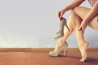 Salto alto pode causar perda de força muscular