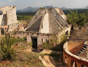 Pagomo homestead ruin wide [2] BL_cr.jpg