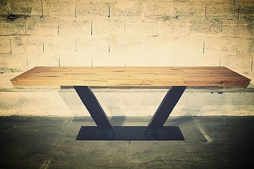 """TABLE en Chêne """"Cœur de grume de Venise"""" avec pied central en """"V"""" ou """"X"""""""
