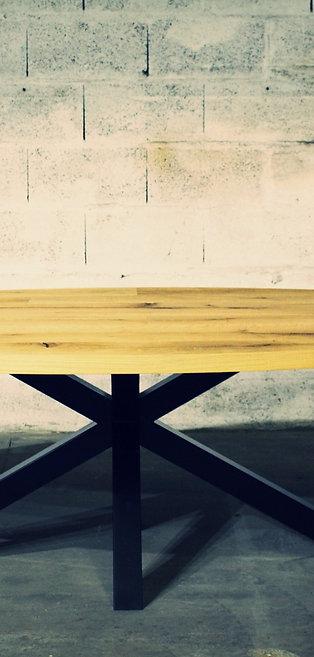 """TABLE OVALE en Chêne """"Cœur de grume de Venise"""""""