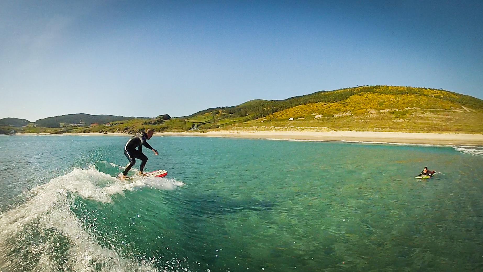 Surfistas en Nemiña
