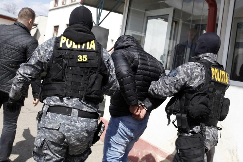 Szőcs Zoltánt vezetik el a román terrorelhárítók