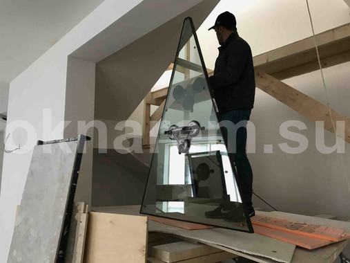 Подъем стеклопакета на крышу.JPG