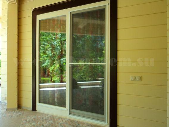 После установки москитной сетки на деревянные окна