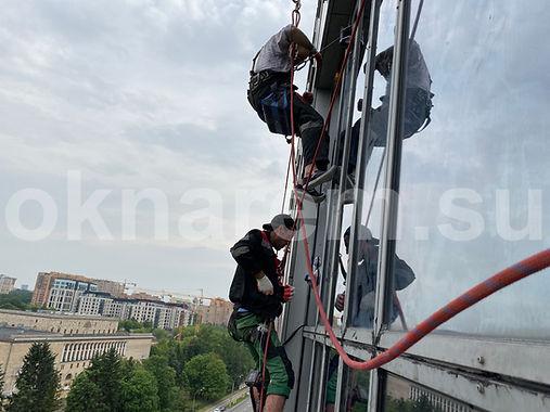 Установка стеклопакетов альпинистами Мосфильмовская 8