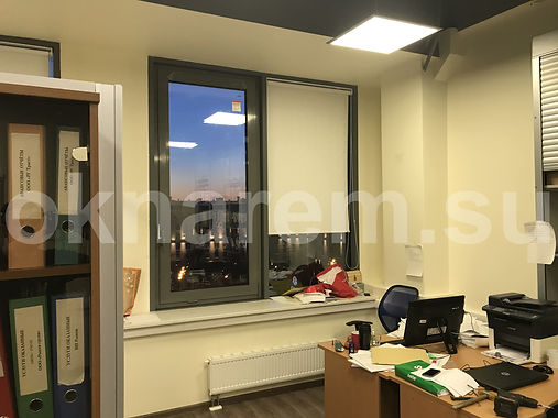 Установленное окно вместо стеклопакета в фасад БЦ Парк Мира
