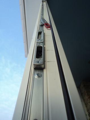 Исправление взлома двери - замена фурнитуры