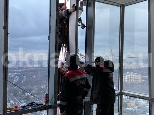 Установка стеклопакетов альпинистами в ЖК Дом на Мосфильмовской