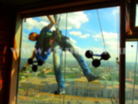 Замена стеклопакета альпинистами