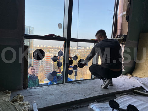 Установкка стеклопакетов в фасаде Мосфильмовская 8кБ